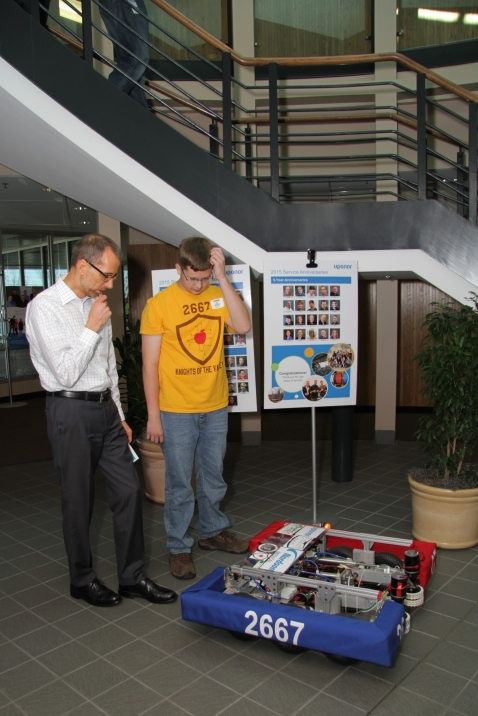 kyle-kov-with-robot-uponor-exec